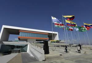 Sede do Parlamento da Unasul, recém-inaugurada na Bolívia: edifício vazio reflete a fragilidade do fórum regional Foto: FREDDY ZARCO / AFP