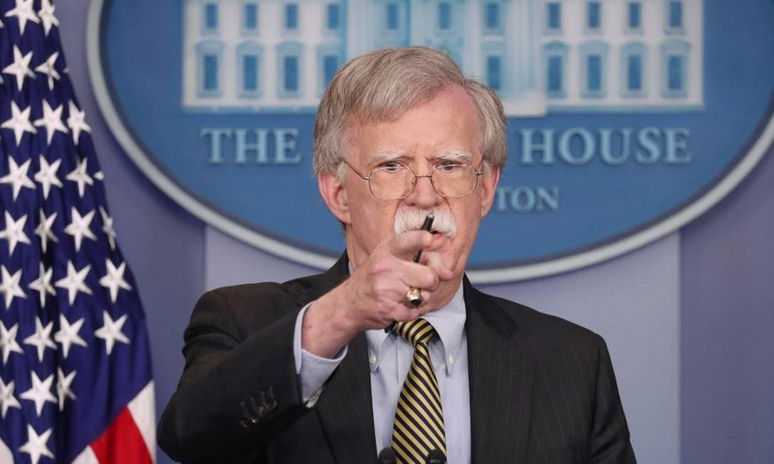 Conselheiro de Segurança Nacional John Bolton responde perguntas de repórteres na Casa Branca Foto: JONATHAN ERNST / REUTERS