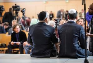 Dois homens usam quipá no lançamento de um grupo judaico dentro do partido de extrema direita alemão Foto: FRANK RUMPENHORST / AFP
