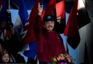 O presidente da Nicarágua, Daniel Ortega, acena em um comício. Seu regime está na mira da nova secretaria adjunta de Estado americana Foto: OSWALDO RIVAS / REUTERS