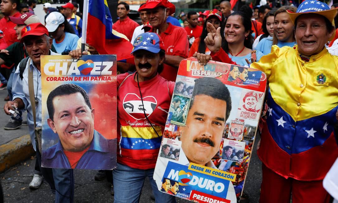 Imagens de Chávez e Maduro em comício em Caracas: violência no atual regime é muito maior que no anterior Foto: MARCO BELLO / REUTERS