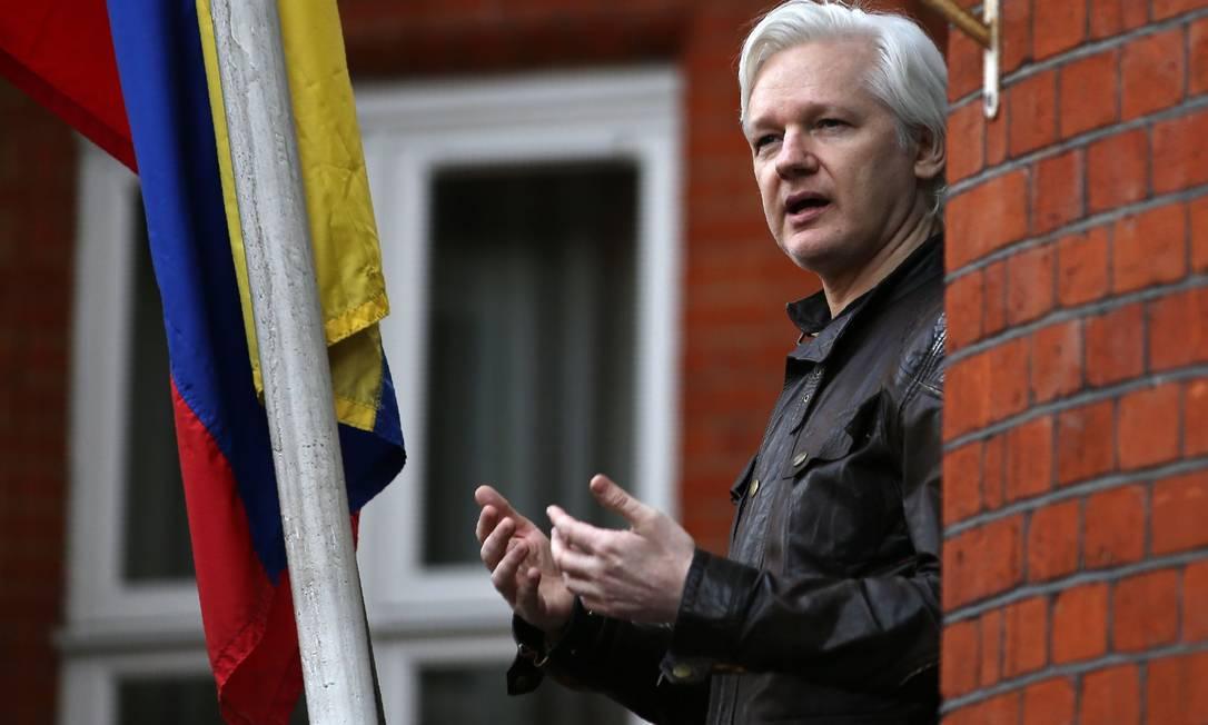 O fundador do Wikileaks Julian Assange na embaixada do Equador em Londres Foto: DANIEL LEAL-OLIVAS / AFP