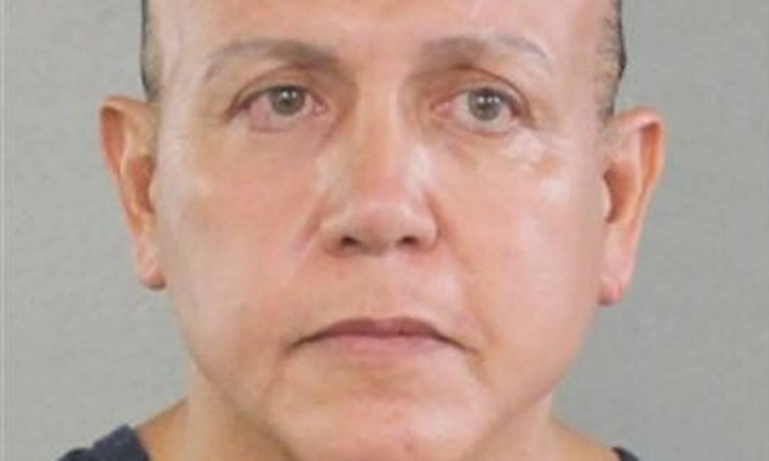 Uma foto de uma das vezes em que Cesar Sayoc, suspeito de mandar cartas-bomba para críticos de Trump, foi preso Foto: Reprodução