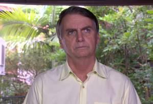 O presidente eleito Jair Bolsonaro em entrevista no Rio: mudança de embaixada em Israel se alinha a movimento de Donald Trump Foto: Picasa / Agência O Globo
