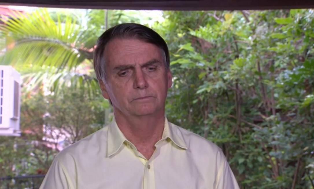 O presidente eleito Jair Bolsonaro dá entrevista em sua casa, na Barra da Tijuca, no Rio Foto: Picasa / Agência O Globo