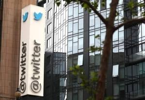 Escritório do Twitter em São Francisco: empresa apagou contas que disseminavam informações falsas às vésperas das eleições legislativas nos EUA Foto: JUSTIN SULLIVAN / AFP/24-04-2017
