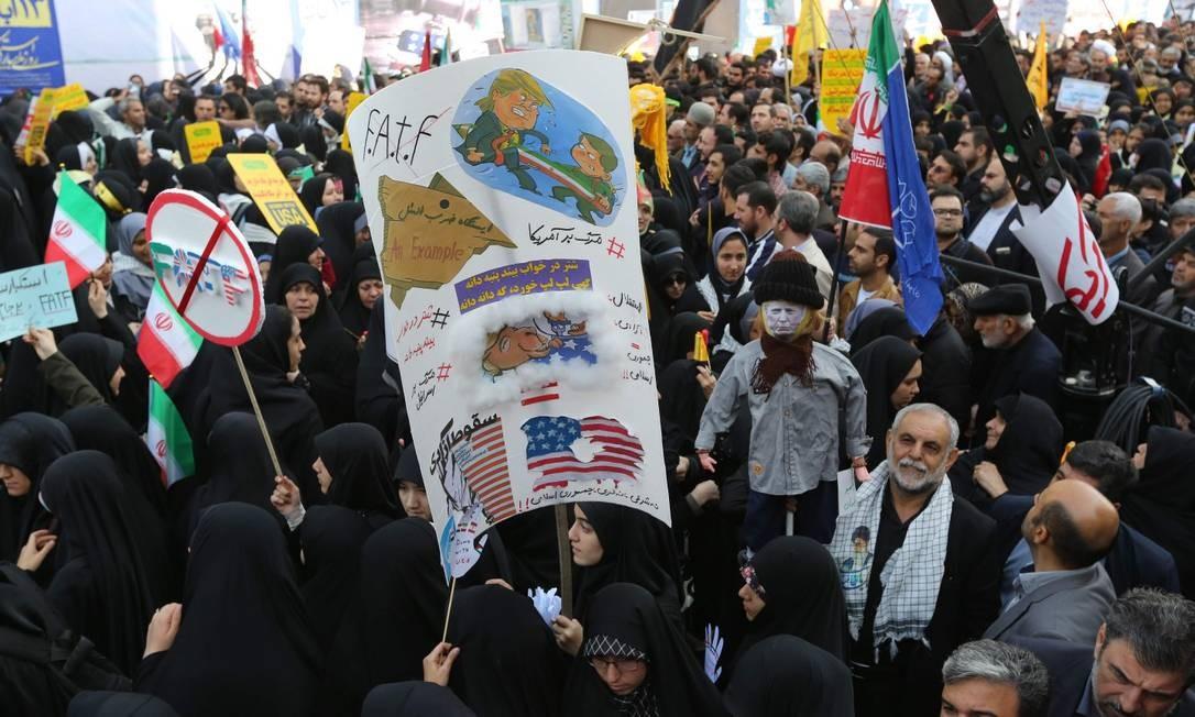 Image result for IMAGEM: Protestos em frente à antiga embaixada dos EUA em Teerã após a decisão dos EUA de se retirar do JCPOA,