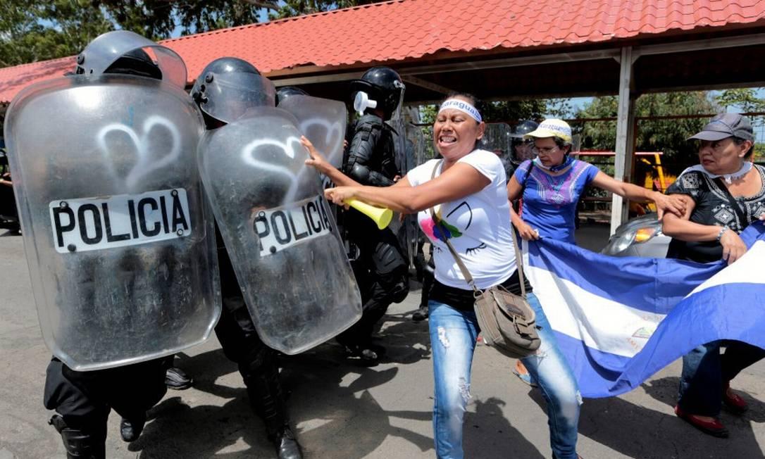 Manifestantes em confronto com a política durante protesto em Manágua, capital da Nicarágua, em setembro passado Foto: Oswaldo Rivas / REUTERS