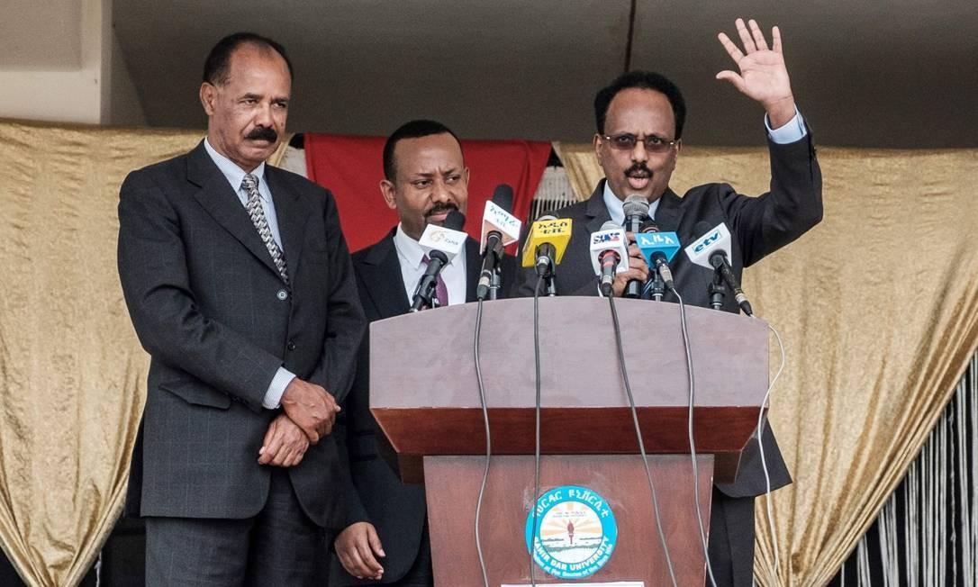 O presidente da Eritrea, Isaias Afwerki, discursa ao lados dos líderes de Somália e Etiópia para selar paz Foto: EDUARDO SOTERAS / AFP