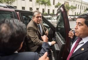 O ex-presidente do Peru, Alan Garcia, no dia 15 de novembro, quando foi chamado a depor como testemunha no processo que envolve a Odebrecht Foto: ERNESTO BENAVIDES / AFP