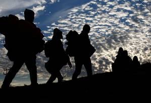 Migrantes caminham em caravana de milhares de centro-americanos rumo aos Estados Unidos Foto: KIM KYUNG-HOON / REUTERS