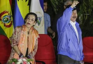 Rosario Murillo, primeira-dama e vice-presidente da Nicarágua, ao lado do marido, Daniel Ortega, em Manágua Foto: INTI OCON / AFP 8-11-2018