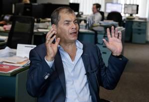 Ex-presidente Rafael Correa durante entrevista, em julho Foto: ARIS OIKONOMOU / AFP
