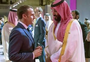 Emmanuel Macron e Mohammed Bin Salman conversam em encontro paralelo à programação da cúpula do G-20, na Argentina Foto: BANDAR AL-JALOUD / AFP