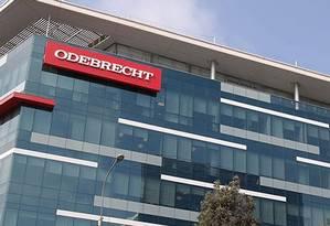 Prédio em Lima, no Peru, com logotipo da Odebrecht Foto: Reprodução