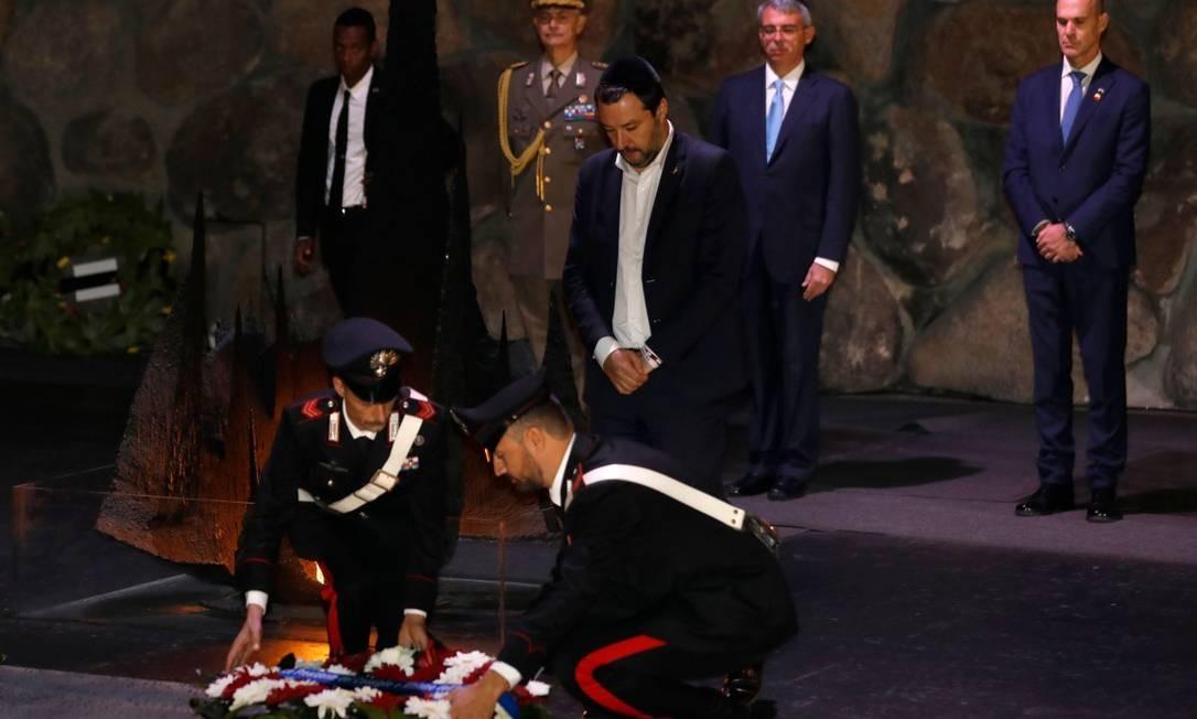 O vice-premiê e ministro do Interior italiano Matteo Salvini durante uma cerimônia no Museu do Holocausto Yad Vashem nesta quarta-feira em Jerusalém Foto: MENAHEM KAHANA / AFP