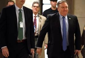 O secretário de Estado Mike Pompeo chega para um encontro de inteligência com membros do Congresso sobre a morte do jornalista saudita Jamal Khashoggi Foto: JOSHUA ROBERTS / REUTERS