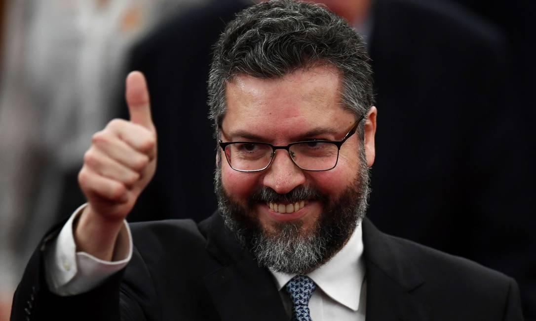 O futuro chanceler Ernesto Araújo: Bolsonaro, Olavo de Carvalho e a Operação Lava-Jato livraram o país de 'regime ateu e corrupto' Foto: EVARISTO SA / AFP