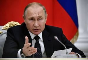 O presidente russo, Vladimir Putin, em encontro com autoridades: serviço secreto prende amerciano por suspeita de espionagem Foto: POOL New / REUTERS