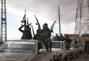 Soldados turcos em área na fronteira da Síria: conflito no país começou em março de 2011 Foto: BAKR ALKASEM / AFP