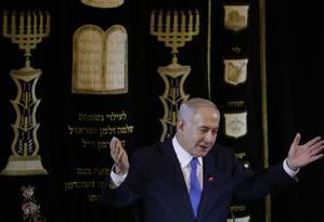 O primeiro-ministro de Israel, Benjamin Netanyahu, concede um discurso em uma sinogaga em Copacabana, na última sexta-feira Foto: LEO CORREA / AFP 28-12-2018
