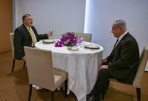 O secretário de Estado americano, Mike Pompeo, e o primeiro-ministro de Israel, Benjamin Netanyahu, se encontram em Brasília Foto: Reprodução do Twitter