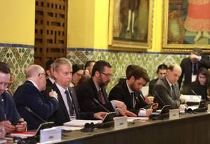 Reunião dos representantes do Grupo de Lima; ao centro, o chanceler brasileiro, Ernesto Araújo Foto: Juan Ponce/El Comercio