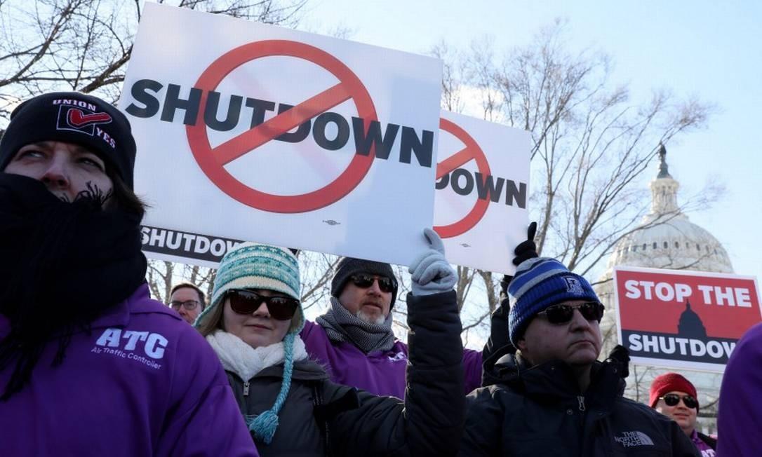 Controles de tráfego aéreo protestam contra o fechamento do governo federal americano em Washington no dia 10 de janeiro Foto: Jonathan Ernst / REUTERS