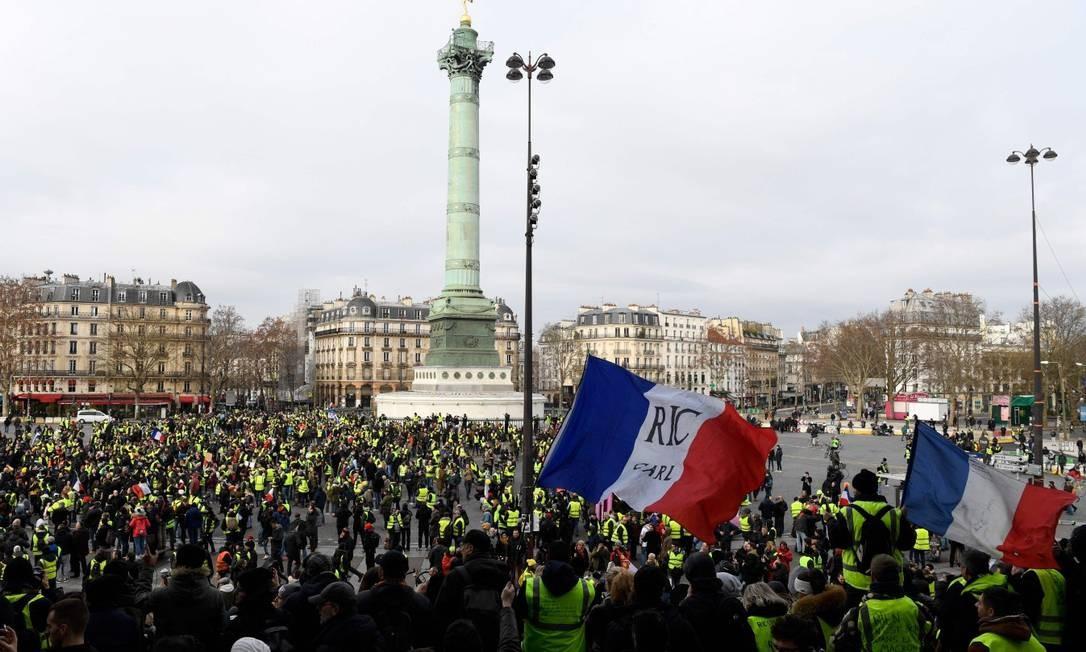 Manifestantes se reúnem na Praça da Bastilha, em Paris Foto: BERTRAND GUAY / AFP