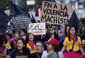 Manifestantes protestam contra a violência de gênero em Quito, no Euqador Foto: CRISTINA VEGA / AFP