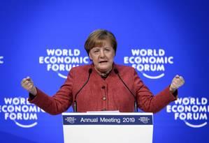 A chanceler alemã Angela Merkel discursa durante o Fórum Econômico Mundial em Davos, na Suíça Foto: FABRICE COFFRINI / AFP