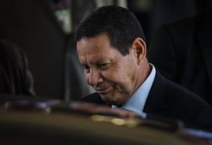 Mourão afirmou que a necessidade a aprovação do nome de Eduardo no Senado não atrapalha a reforma da Previdência Foto: Daniel Marenco / Agência O Globo
