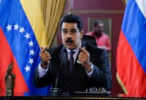 Presidente venezuelano Nicolás Maduro discursa após assinar acordo com Igor Sechin, CEO da estatal russa Rosneft, em 28 de julho de 2016 Foto: FEDERICO PARRA / AFP