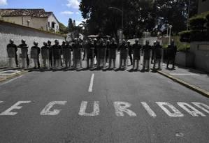 Agentes das Forças Armadas venezuelanas em Caracas Foto: YURI CORTEZ/AFP