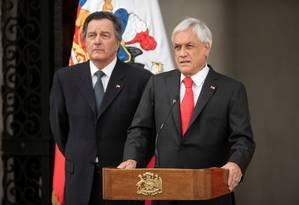 Presidente chileno Sebastian Piñera ao lado do chanceler Roberto Ampuero durante discurso que reconhecia Juan Guaidó como o presidente interino da Venezuela, em 23 de janeiro de 2019 Foto: HANDOUT / REUTERS