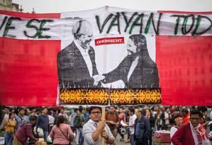 Peruanos protestam contra o Fujimorismo e a corrupção na cidade de Lima, em 16 de dezembro de 2017 Foto: ERNESTO BENAVIDES / AFP