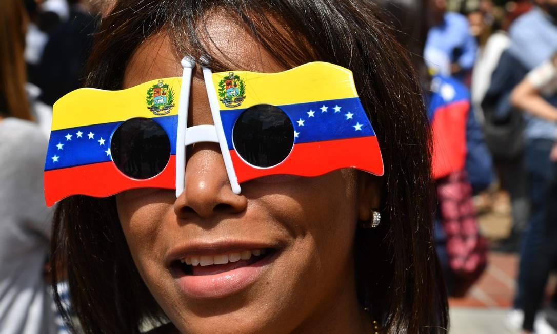 Manifestante opositora durante protesto em Caracas nesta quarta-feira Foto: YURI CORTEZ / AFP