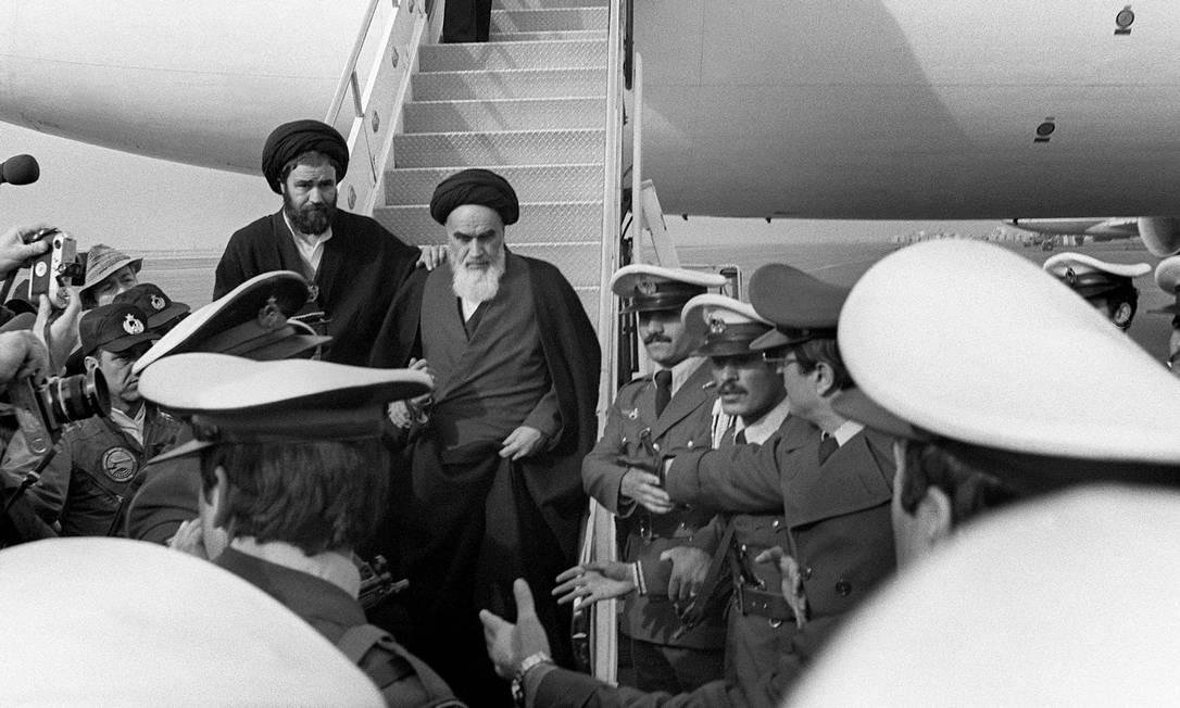 A comemoração começou exatamente às 9h33, hora em que Khomeini desembarcou em Teerã em um voo da Air France. A Revolução Islâmica mudou a geopolítica do Oriente Médio, ao instalar um governo hostil aos EUA e à então URSS em um dos maiores produtores de petróleo Foto: GABRIEL DUVAL / AFP