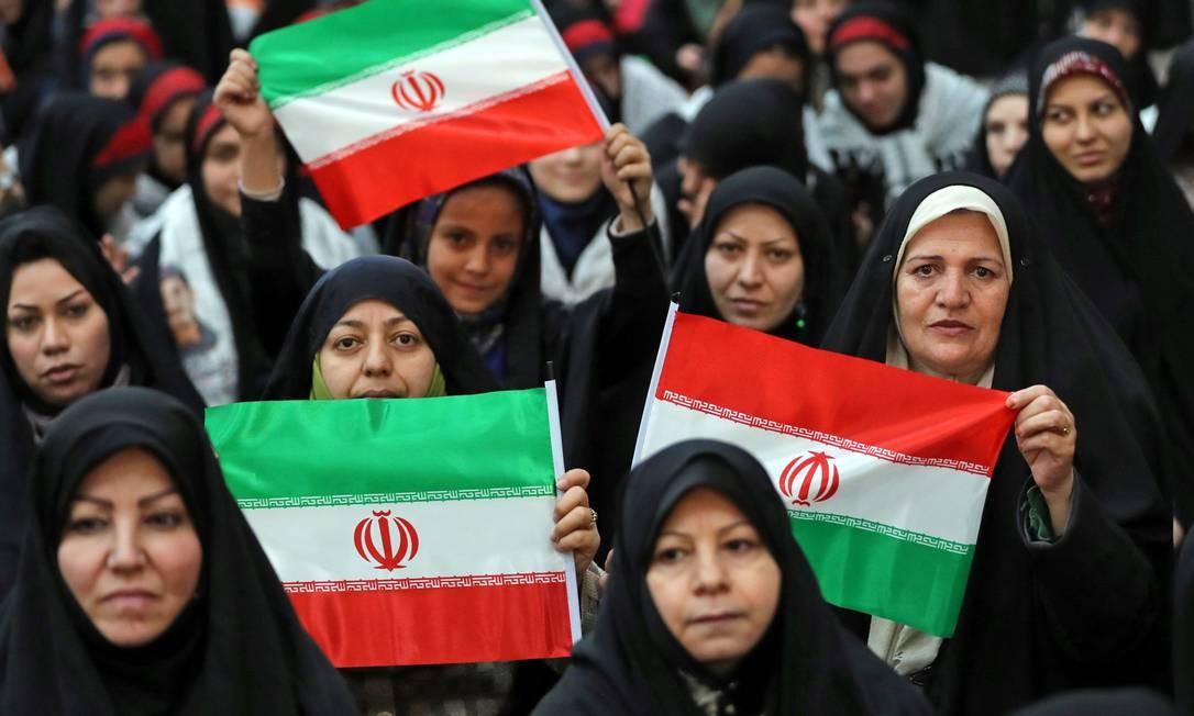 A comemoração dos 40 anos da Revolução Islâmica vai durar mais dez dias, marcando os dez dias entre o retorno de Khomeini e a vitória final do movimento, em 11 de fevereiro de 1979 Foto: STR / AFP