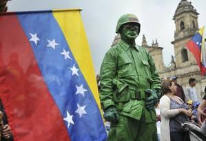 Manifestantes que apoiam Guaidó participam de um protesto na Colômbia no dia 2 de fevereiro Foto: DIANA SANCHEZ / AFP