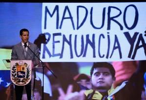 O autoproclamado presidente da Venezuela, Juan Guaidó, em discurso em Caracas Foto: FEDERICO PARRA/AFP