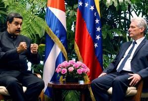 Presidentes da Venezuela, Nicolás Maduro, e de Cuba, Miguel Díaz-Canel, em encontro em Havana Foto: ERNESTO MASTRASCUSA / AFP 21-04-18