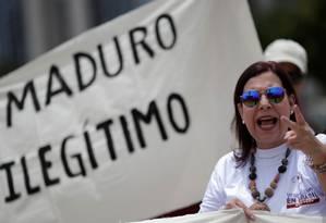 A 'embaixadora' designada por Guaidó Maria Teresa Belandria durante protesto contra Nicolás Maduro em Brasília Foto: Ueslei Marcelino/ Reuters