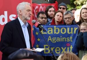 O líder do Partido Trabalhista britânico Jeremy Corbynem um comício em Broxtowe, na Inglaterra Foto: OLI SCARFF / AFP