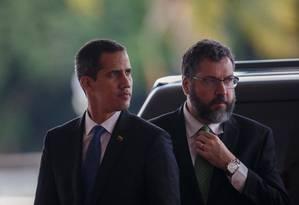 Guaidó e Ernesto Araújo em Brasília, na quinta-feira Foto: Daniel Marenco / O Globo/28-2-2019