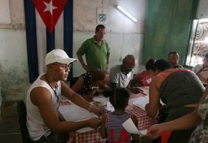 Cubanos votam no referendo sobre nova Constituição, que sancionou papel da propriedade privada na economia Foto: Fernando Medina / REUTERS/ 24-2-2019