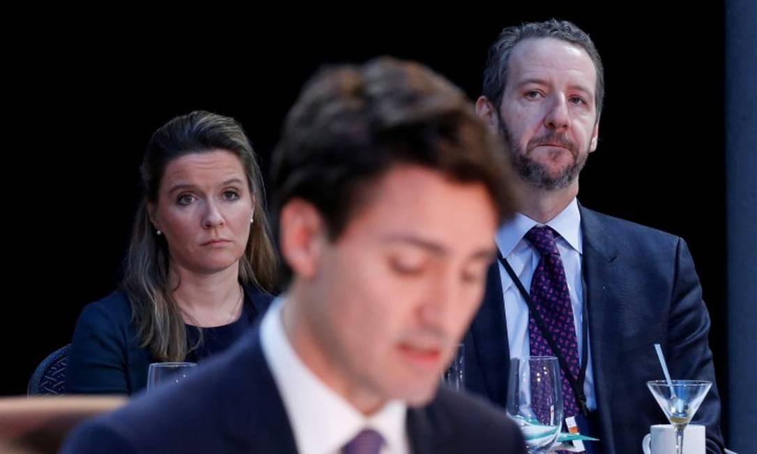 A chefe da equipe do governo do Canadá Katie Telford e o ex-assessor Gerald Butts (D) em encontro com o primeiro-ministro Justin Trudeau (C) Foto: Chris Wattie / REUTERS