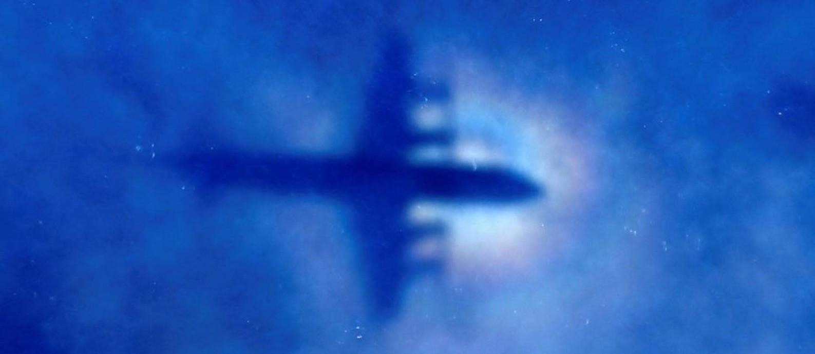 Sombra de avião da Nova Zelândia à procura de vestígios do voo MH370 da Malaysian Airlines Foto: POOL / REUTERS 31-03-2014