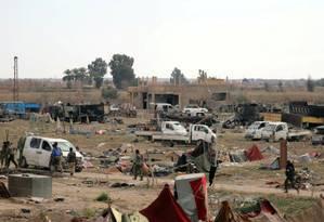 Em 2019, o Estado Islâmico é cercado pelas Forças Democráticas da Síria nos arredores de Baghouz, na Síria. Os extremistas se escondem em vilarejos e áreas desérticas da região e fazem civis de reféns, mas perdem o território, em batalha que selou o fim do califado Foto: RODI SAID 10-03-19 / REUTERS