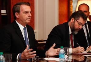 Bolsonaro com Araújo em Washington, em uma reunião da casa de hóspedes do governo americano, a Blair House Foto: Alan Santos / Presidência da República/18-3-2019